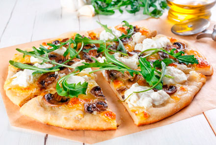 Pizza with rucola and mushrooms