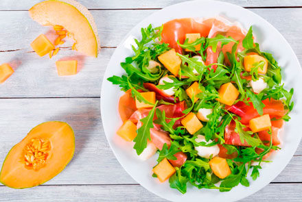 Salad with mozzarella and melon