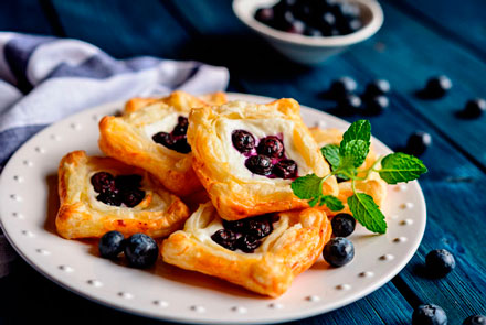 Puff-pastry tartlets with bilberry